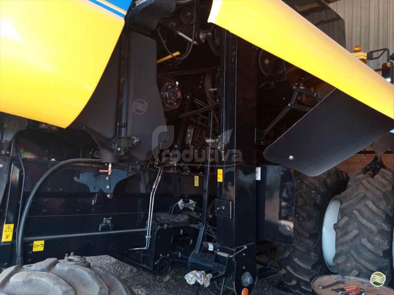 COLHEITADEIRA NEW HOLLAND CR 6080 Produtiva Máquinas CAMPO VERDE MATO GROSSO MT