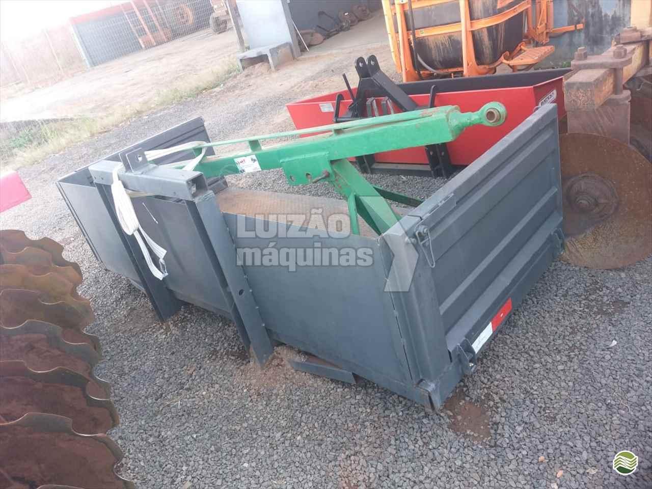 IMPLEMENTOS AGRICOLAS PLATAFORMA PARA TRATOR FIXA Luizão Máquinas Agrícolas UMUARAMA PARANÁ PR