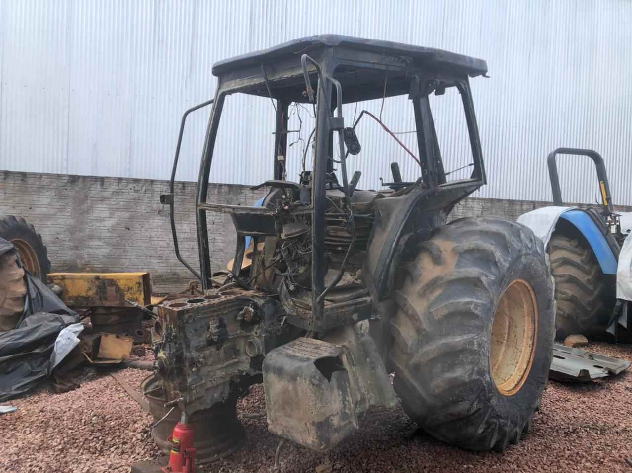 Trator para desmanche New Holland 6020