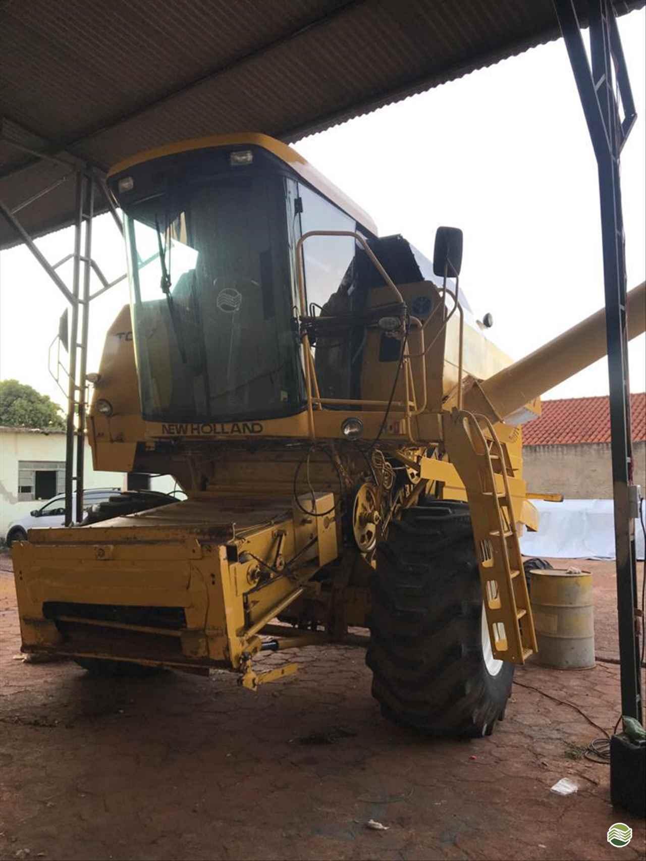 COLHEITADEIRA NEW HOLLAND TC 57 LR Máquinas MIGUELOPOLIS SÃO PAULO SP