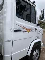 MERCEDES-BENZ MB 710  2006/2006 Maurinho Caminhões