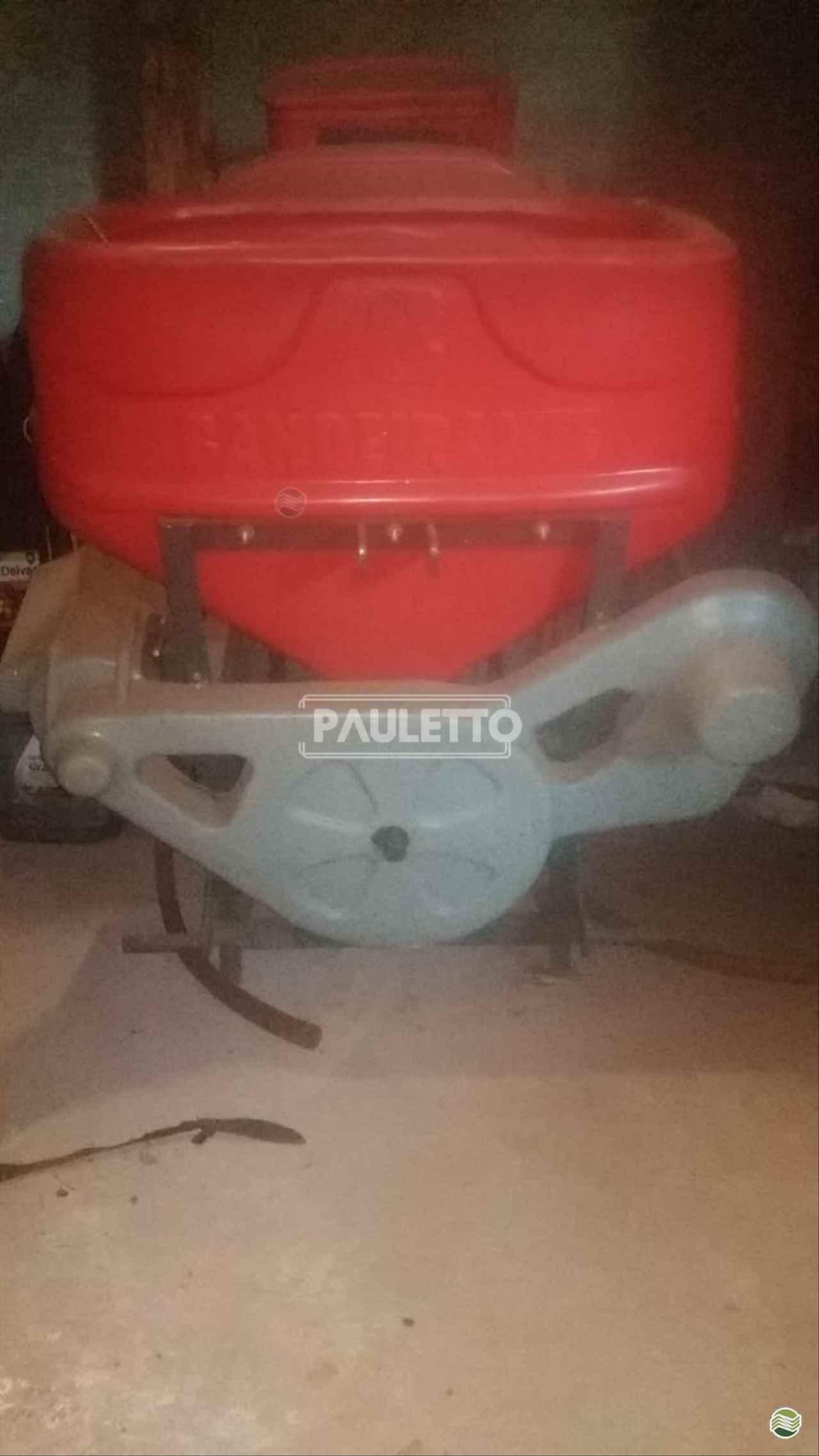 IMPLEMENTOS AGRICOLAS TRATADOR DE SEMENTES TRATADOR DE SEMENTES Metalúrgica Pauletto CASCAVEL PARANÁ PR