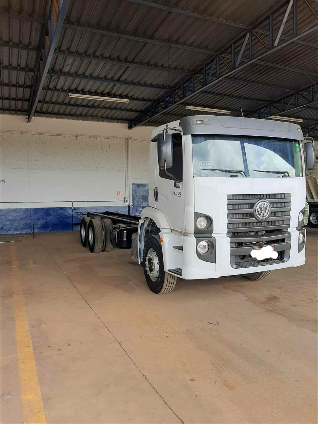 CAMINHAO VOLKSWAGEN VW 24330 Chassis Truck 6x2 Usados Rio Verde Caminhões e Carretas RIO VERDE GOIAS GO