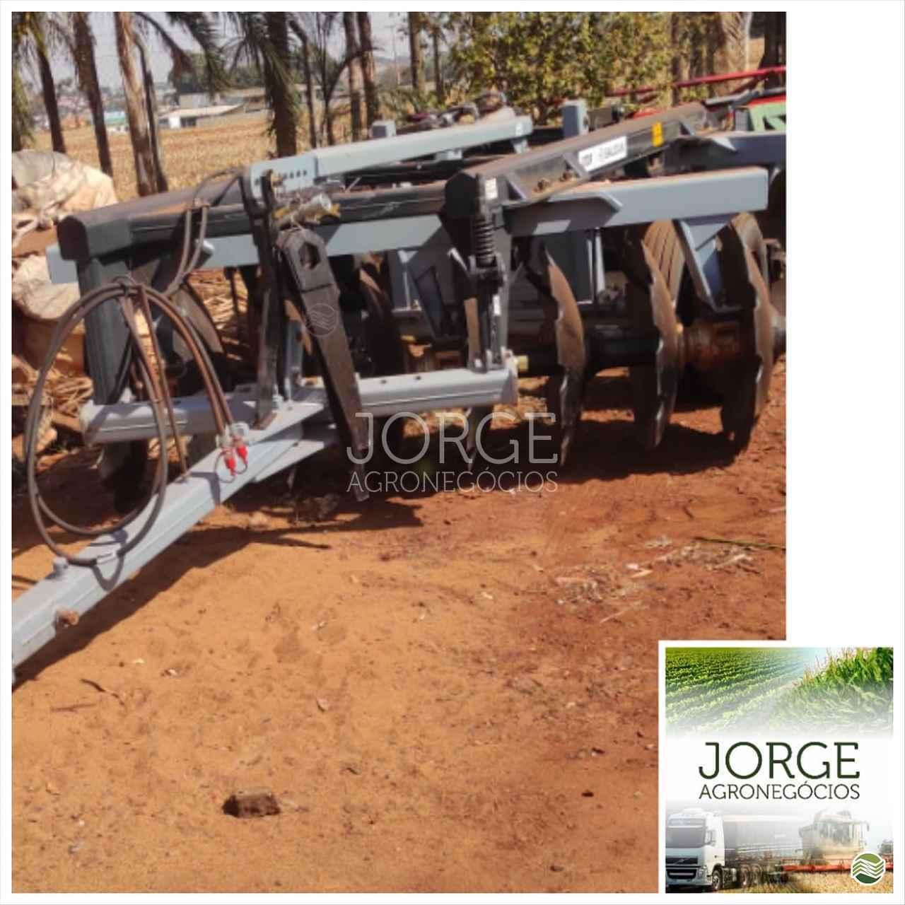 IMPLEMENTOS AGRICOLAS GRADE ARADORA ARADORA 16 DISCOS Jorge Agronegócios NOVA PONTE MINAS GERAIS MG
