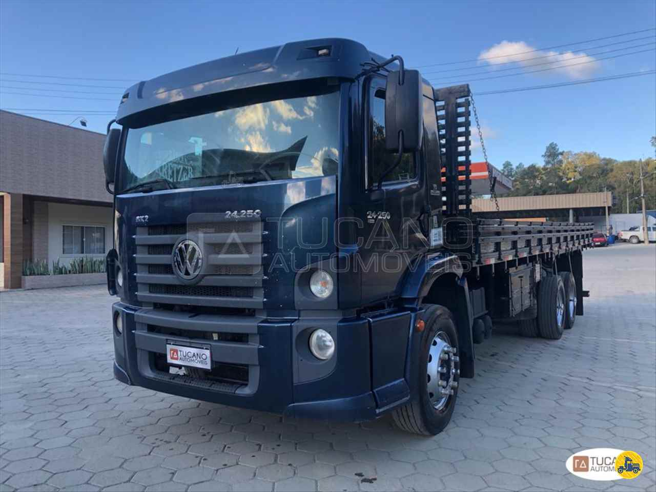 CAMINHAO VOLKSWAGEN VW 24250 Carga Seca Truck 6x2 Tucano Automóveis ALFREDO WAGNER SANTA CATARINA SC