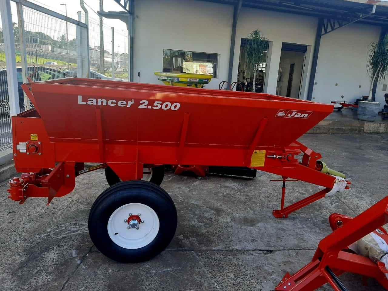 IMPLEMENTOS AGRICOLAS DISTRIBUIDOR CALCÁRIO 2500 Kg Gerominho Implementos Agrícolas UBERLANDIA MINAS GERAIS MG