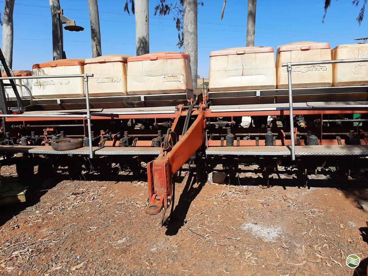 PLANTADEIRA JUMIL JM 2880 Gerominho Implementos Agrícolas UBERLANDIA MINAS GERAIS MG