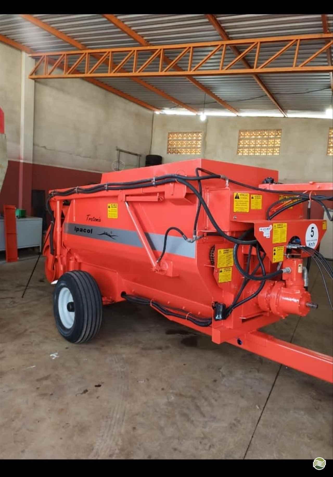 IMPLEMENTOS AGRICOLAS VAGAO FORRAGEIRO VAGÃO MISTURADOR AUTOCARREGÁVEL Gerominho Implementos Agrícolas UBERLANDIA MINAS GERAIS MG